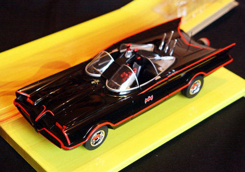 Batmobile de 1966 em escala 1:18 da Hot Wheels